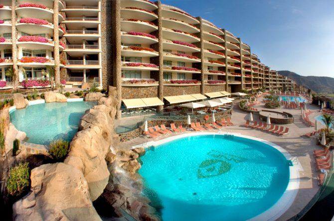 Roca_artificial-cascada-piscina_Anfi_emeralda0-1